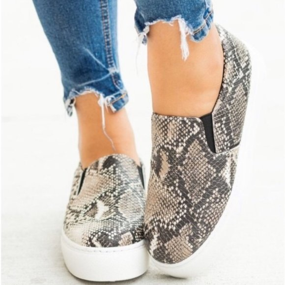 ☾ONLY 1 LEFT! Snake Skin Print No Tie Shoes